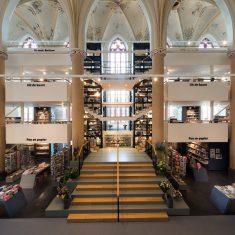 Книжный магазин Вандерс в церкви Брурен. Нидерланды. Joop van Putten, Bkpunt Architektuur